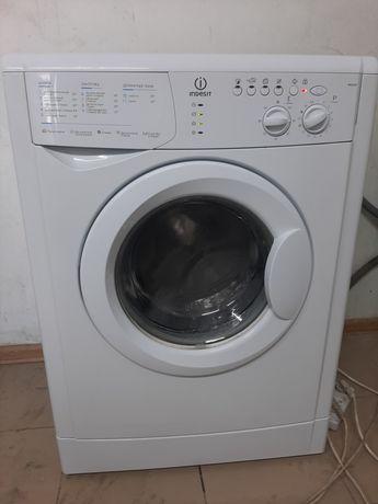 Продам стиральную машинку Индезит 5 кг