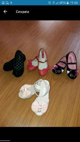 Пантофки и сандалки за момиченце 28 и 29 номер