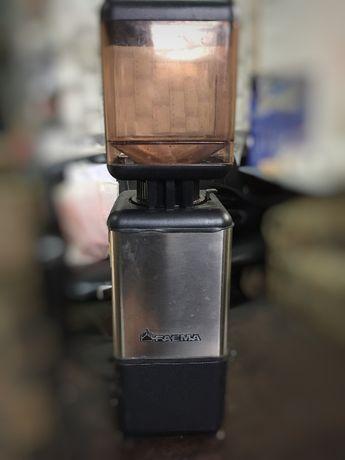 Професионална кафемелачка FAEMA