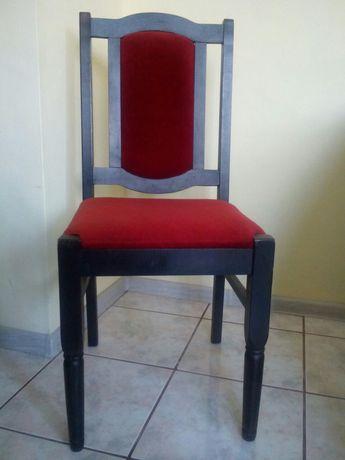 Дървени и стабилни столове с тапицерия