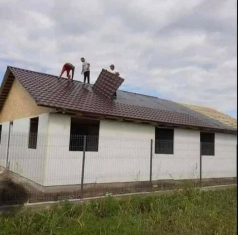 Vând case pe structura metalica