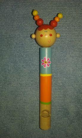 Fluier din lemn cu figurina
