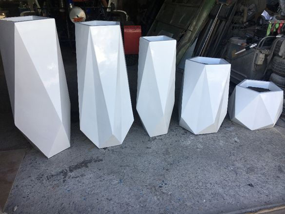 Дизайнерски кашпи от стъклопласт