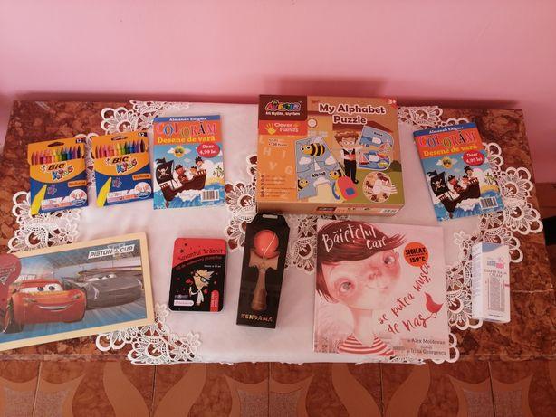 Vând jocuri, kendama, cărți de colorat