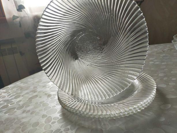 Стеклянные сервировочные  тарелки