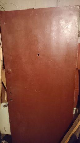 2 бр. външни врати масивни без каси