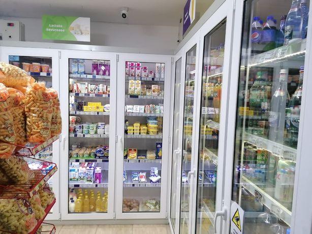Vitrină frigorifică (raft frigorific) cu fațadă din termopan