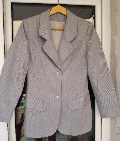 Дамски костюм сив