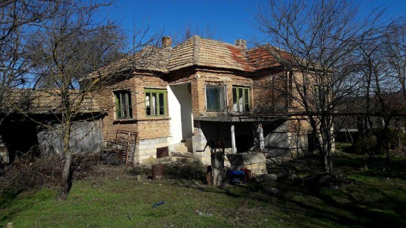 Продажба на селска къща с. Изворник - image 1