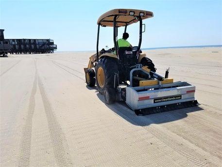 Машинно почистване на плажове