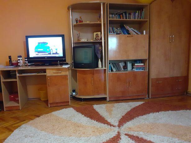 OFERTĂ! DE VÂNZARE Mobila, birou si canapea extensibilă de 2 persoane!