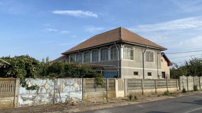 Casa 7 camere (inclusiv garaj si gradina)