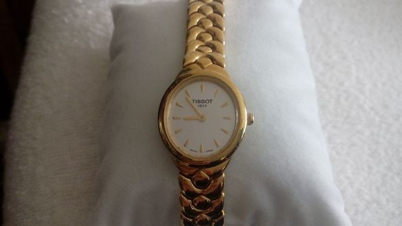 Продавам оригинален, швейцарски, дамски часовник - позлатен