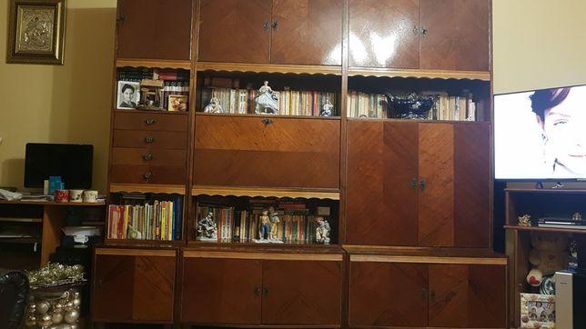 Vand biblioteca patru corpuri in stare foarte buna
