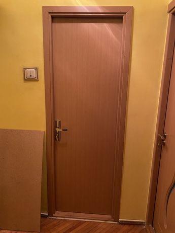 Vând 2 uși de interior