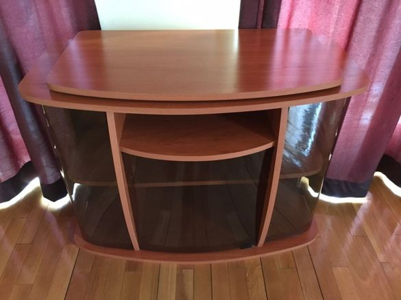 Шкаф за телевизор с въртящ се плот