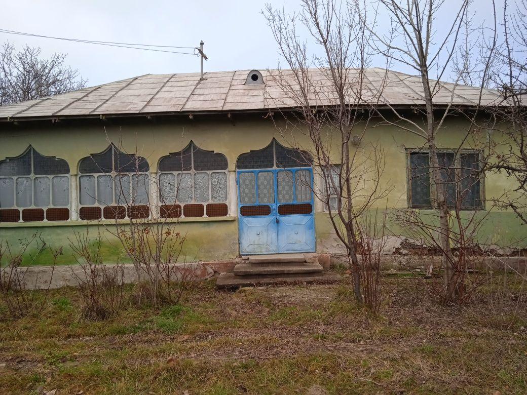 Vând casa bătrânească