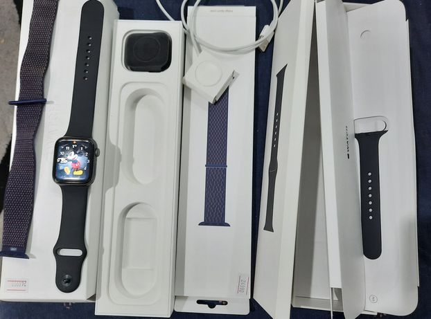 Продам Apple Watch series 4.