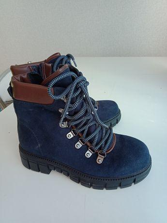 Продам новые ботинки на девочку 35-36 размер