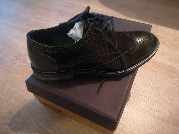 Обувки модел Оксфорд