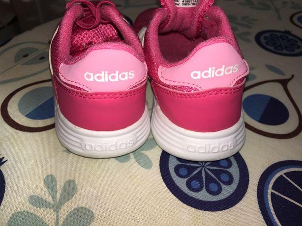 Adidas roz/alb (marimea 26) in stare foarte buna