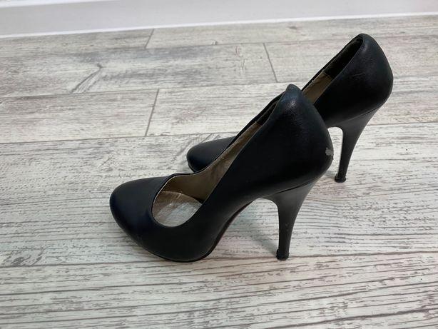 Туфли  женские б/у даром