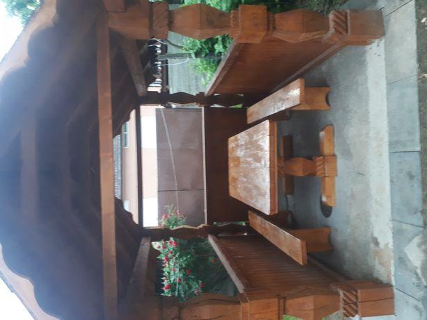 Masa din lemn sculptata