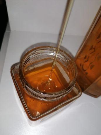Vand miere de albine 100 % naturala si ecologica