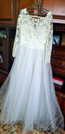 Rochie de mireasa simpla si eleganta + voal