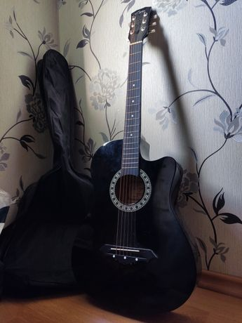 Продам Гитару (Чехол в подарок)