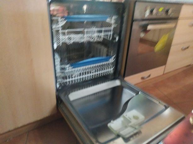 Посудомоечная машина неисправная.