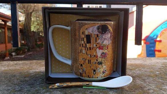 Нови чаши Целувката на Климт с лъжичка и кутия