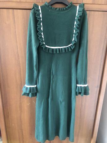 Стильное трикотажное платье новое