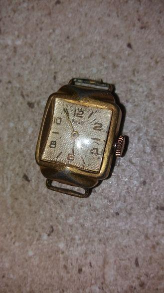 Часовник Заря Механичен, работещ отлично позлатен