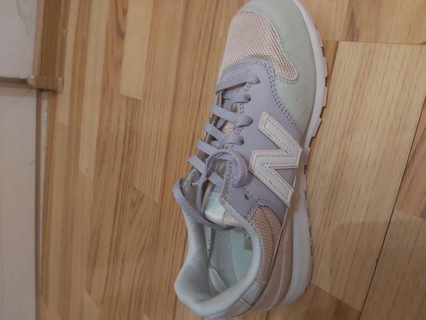 Adidasi dama New Balance