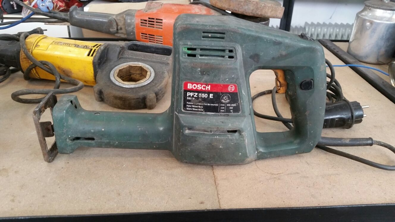Саблен трион електрическа ножовка Bosch Макита