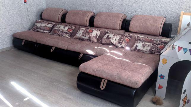 Большой и мягкий диван