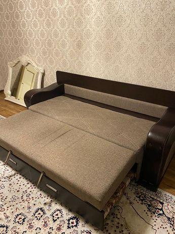 Продаю диван. В хорошем состоянии.