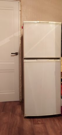 Холодильник в хорошем рабочем состоянии.