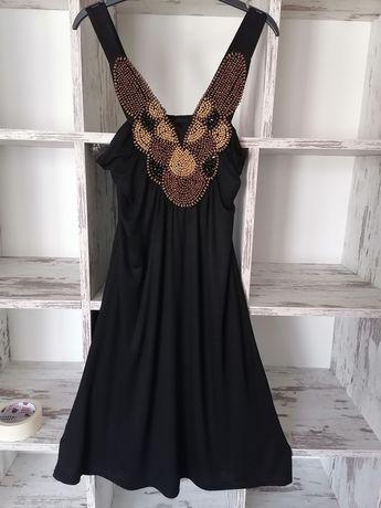 Черна рокля с дървени мъниста.