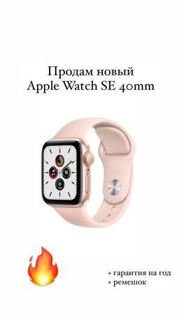 Смарт-часы Apple Watch SE 40mm Gold Aluminium Case with Sport Band MYD