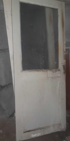 Двери деревянные межкомнатные с окном. Деревянный массив. Б/У.