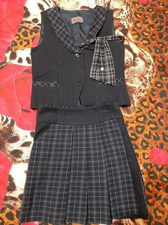Срочно  продам  школьные костюмы школа номер 7 и школа номер 23