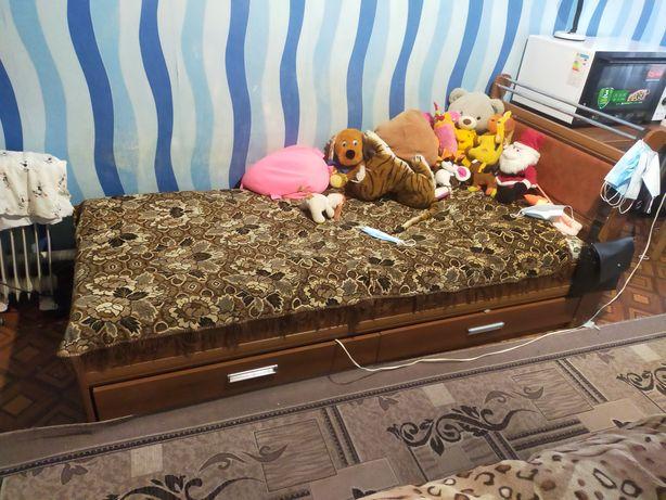 Кровать с матрасом  25000