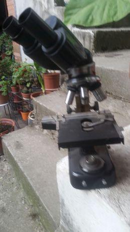 Microscop cu 2 oculare stare perfecta în cutia originala