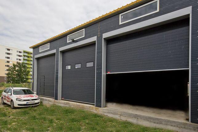 Uși de garaj industriale L4220 x 3550 acționate cu reductor pe lanț