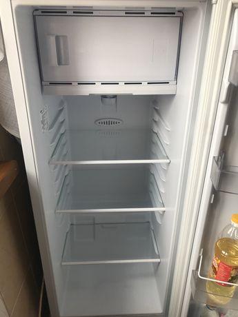 Холодильник узкий