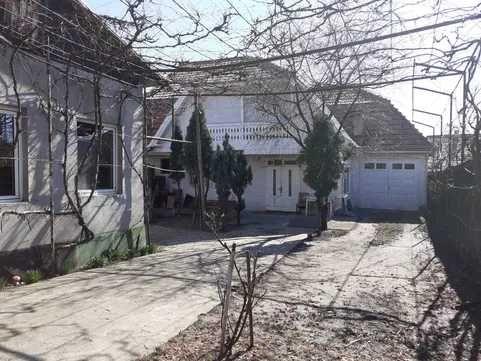 Casa de vanzare sau inchiriat 4 camere si 2 Garaje in Reghin