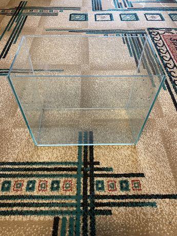 Аквариум, стеклянный аквариум.