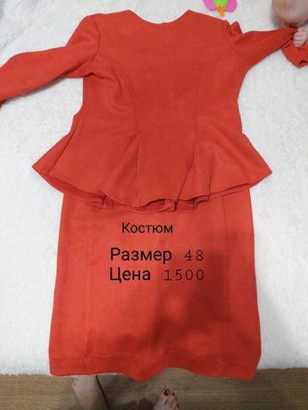 Продаются платья 2 шт